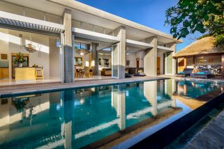 Villa Aramanis - Manis - Pool and villa