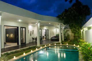 The Residence, Seminyak - Villa Lanai - The villa at night