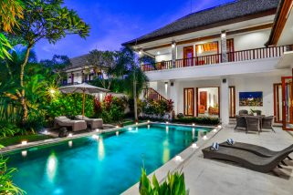 The Residence, Seminyak - Villa Shanti - The villa at dusk