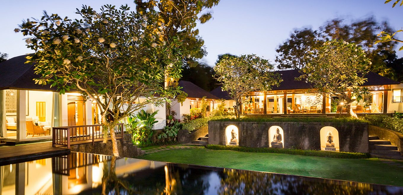 Villa Simona Oasis Main Pavillion And Master Bedroom Lit Up At Night 1360 660