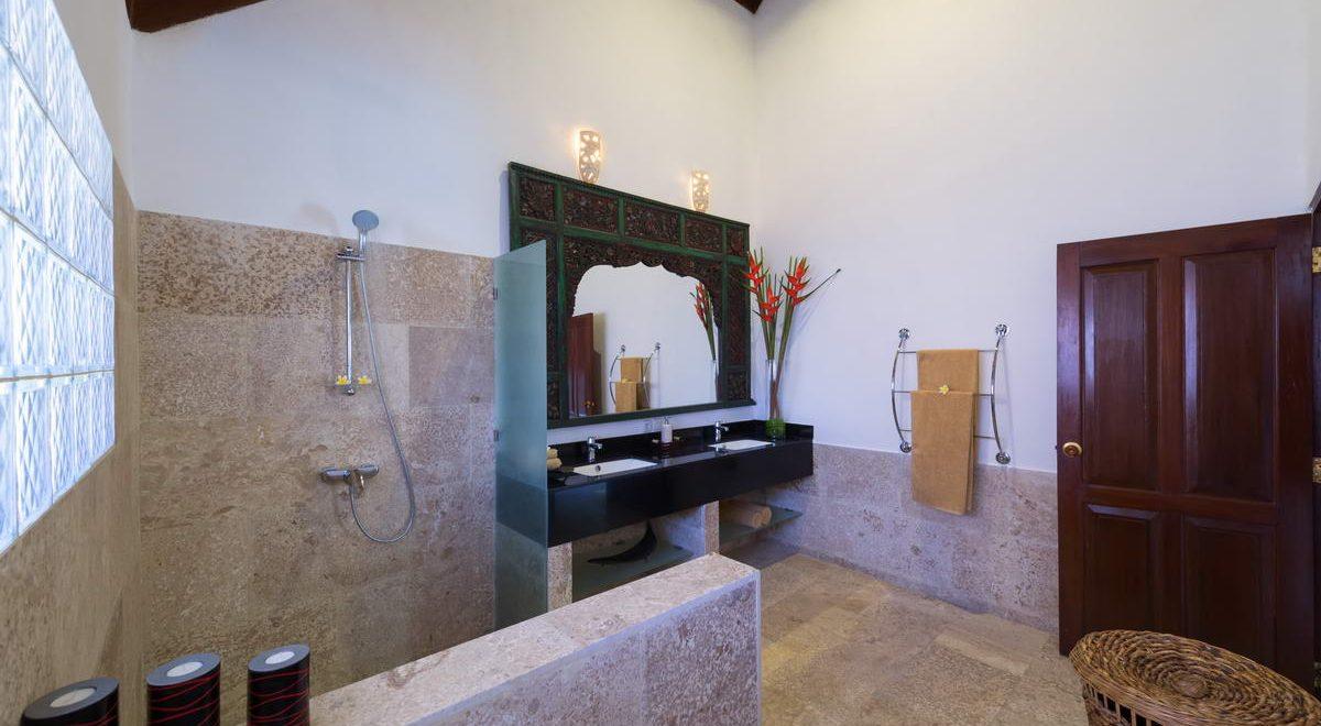 Villa-Plawa-Master-Bedroom-ensuite-bathroom-1200x660 ~ Asia Holiday ...