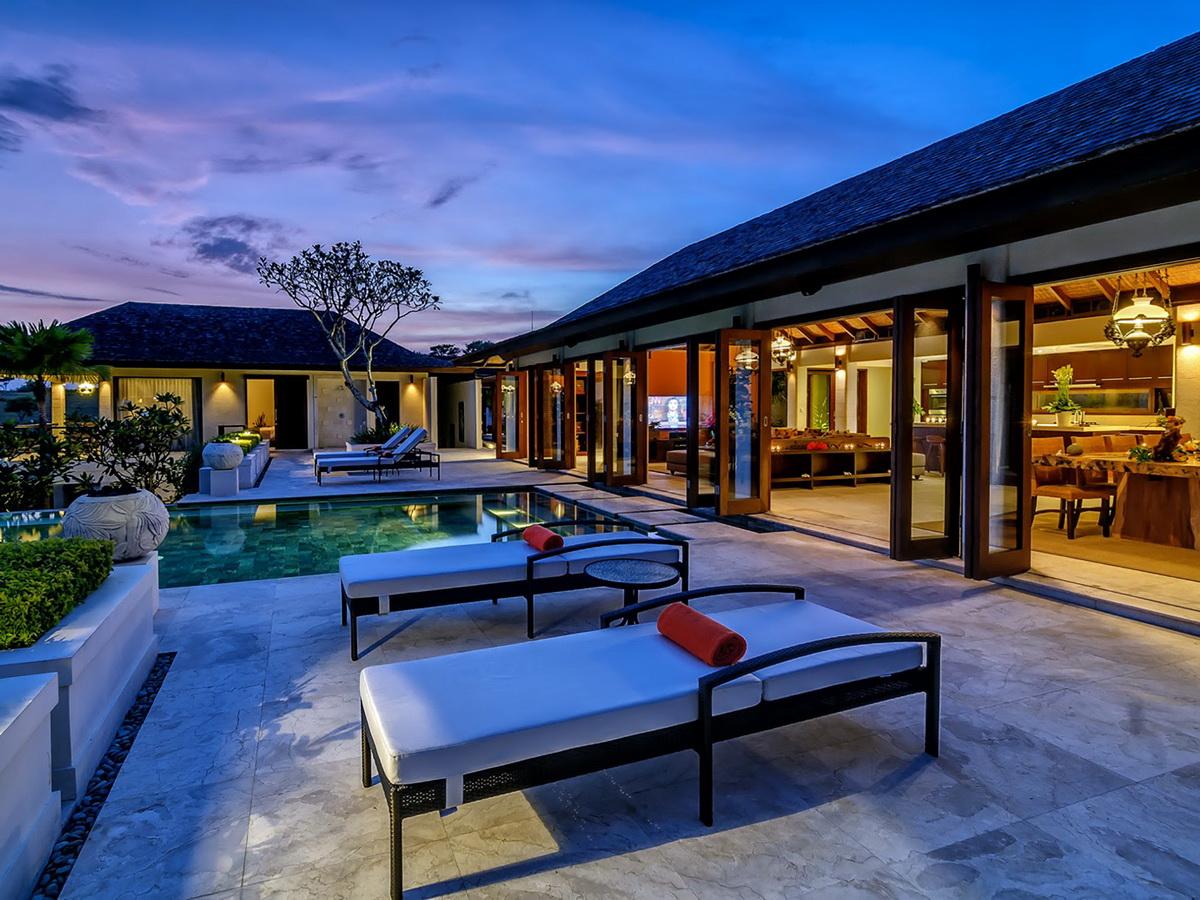 17-Villa Cantik Pandawa - Outdoor living after sunset ~ Asia Holiday